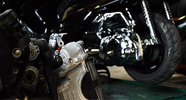 スクーター専門のカスタムショップゼロワンは確かな技術と設備を提供します。