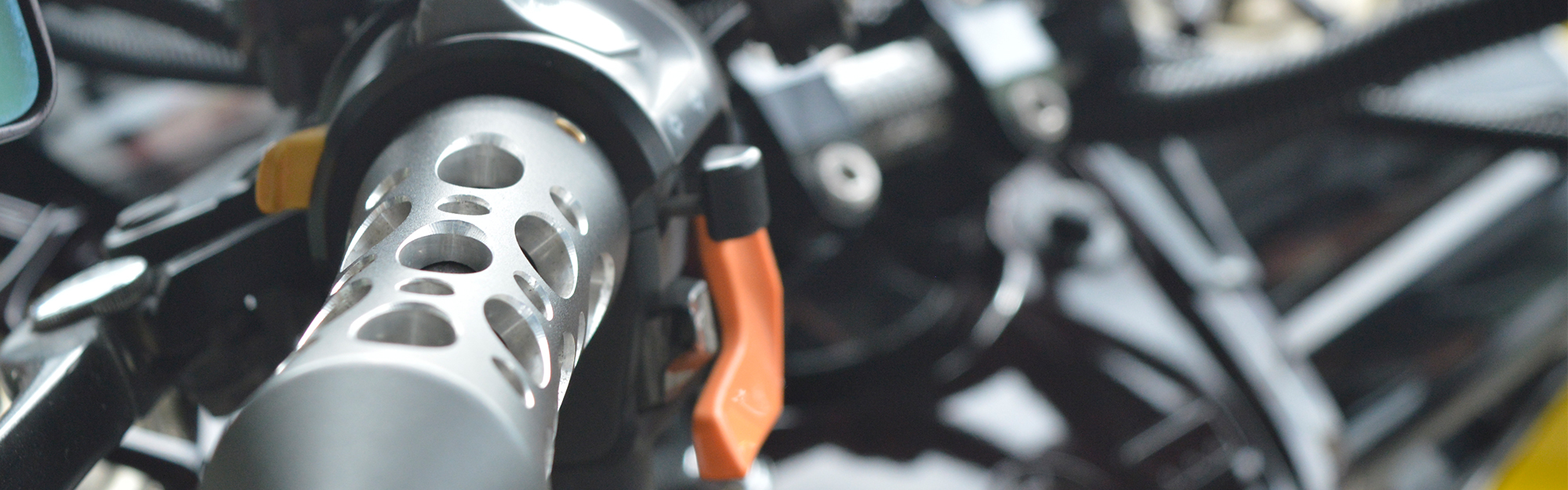 スクーター専門のバイクゼロワンはワンオフでオリジナルパーツを創ります。